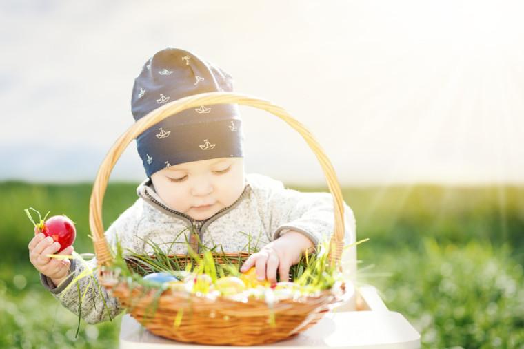 Das Erste Mal Auf Ostereier Suche Aktion Kleinkind Ernährung