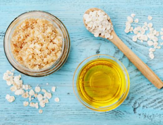Peeling: Öl und grobkörniges Salz