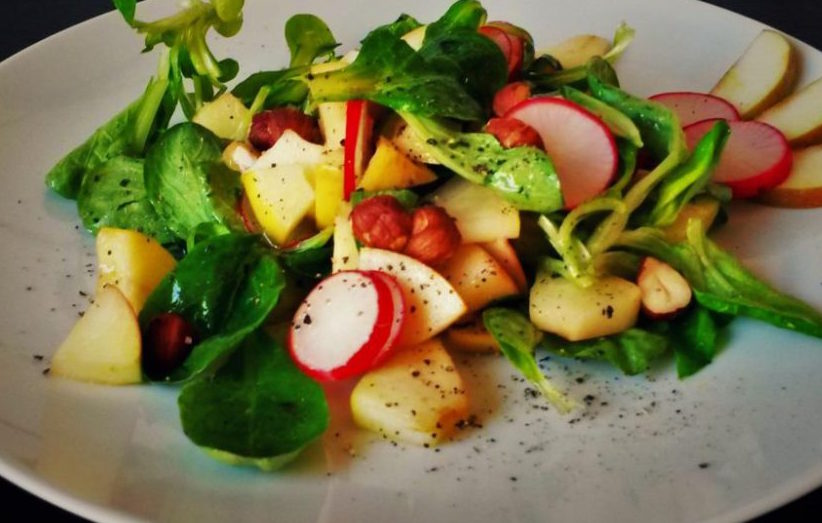 Feldsalat mit Apfel