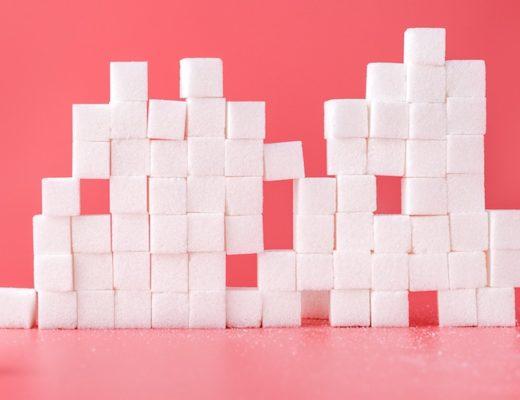Zuckerwürfel zu einem Turm geschichtet